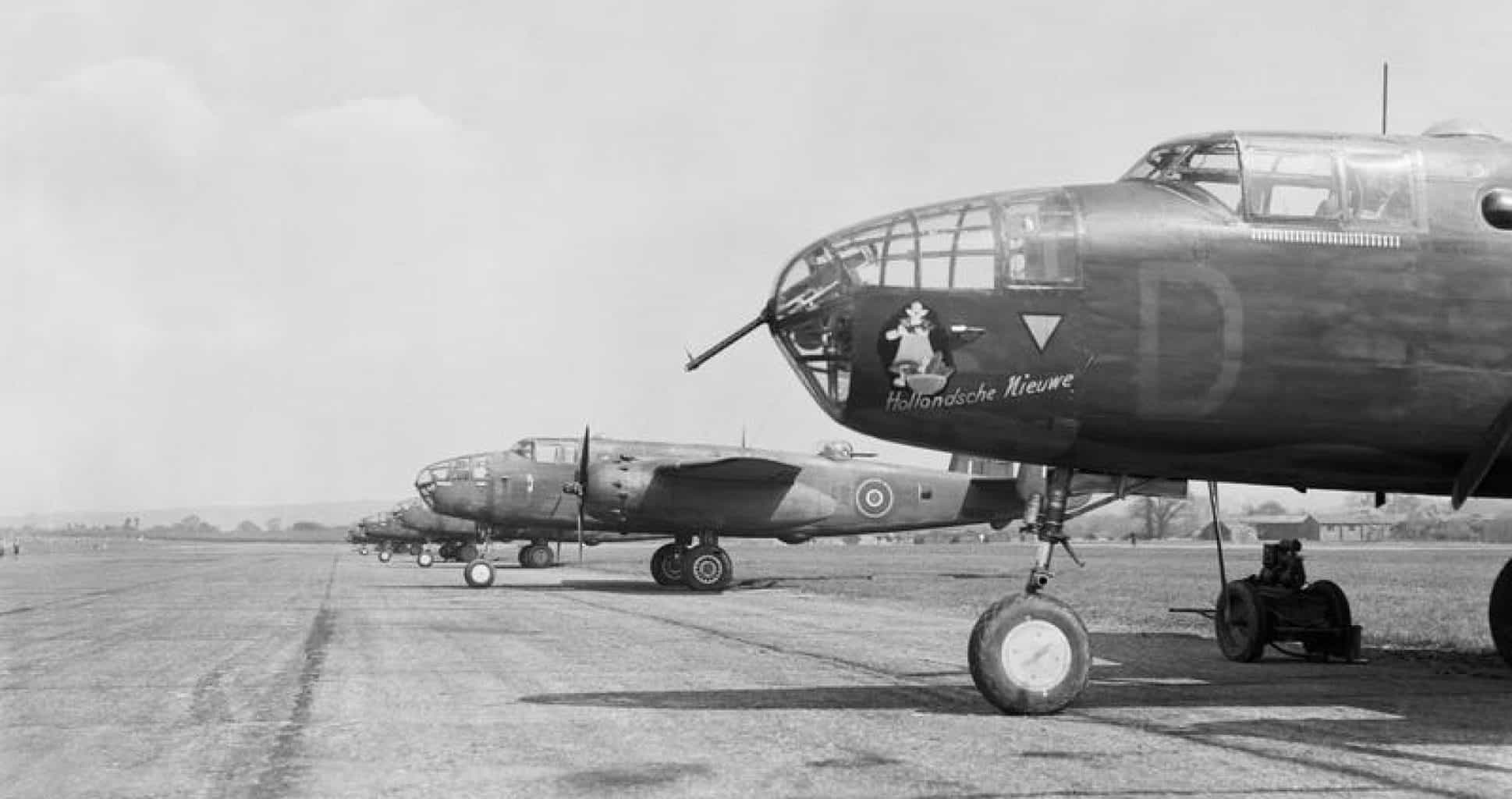 b25 archives dunsfold airfield history society. Black Bedroom Furniture Sets. Home Design Ideas