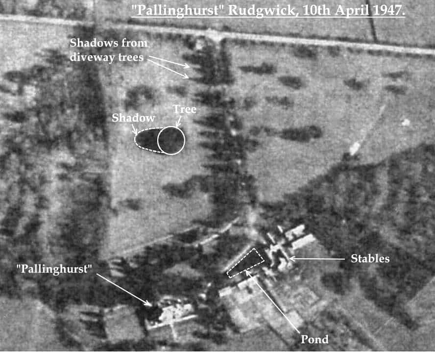 C:\Users\Frank\Pictures\z011 Dunsfold Airfield and crashes and incidents thereon\Pallinghurst House\Aerial Photos of Pallinghurst HEngland\Pallinghurst aerial photo 10th April 1947.jpg